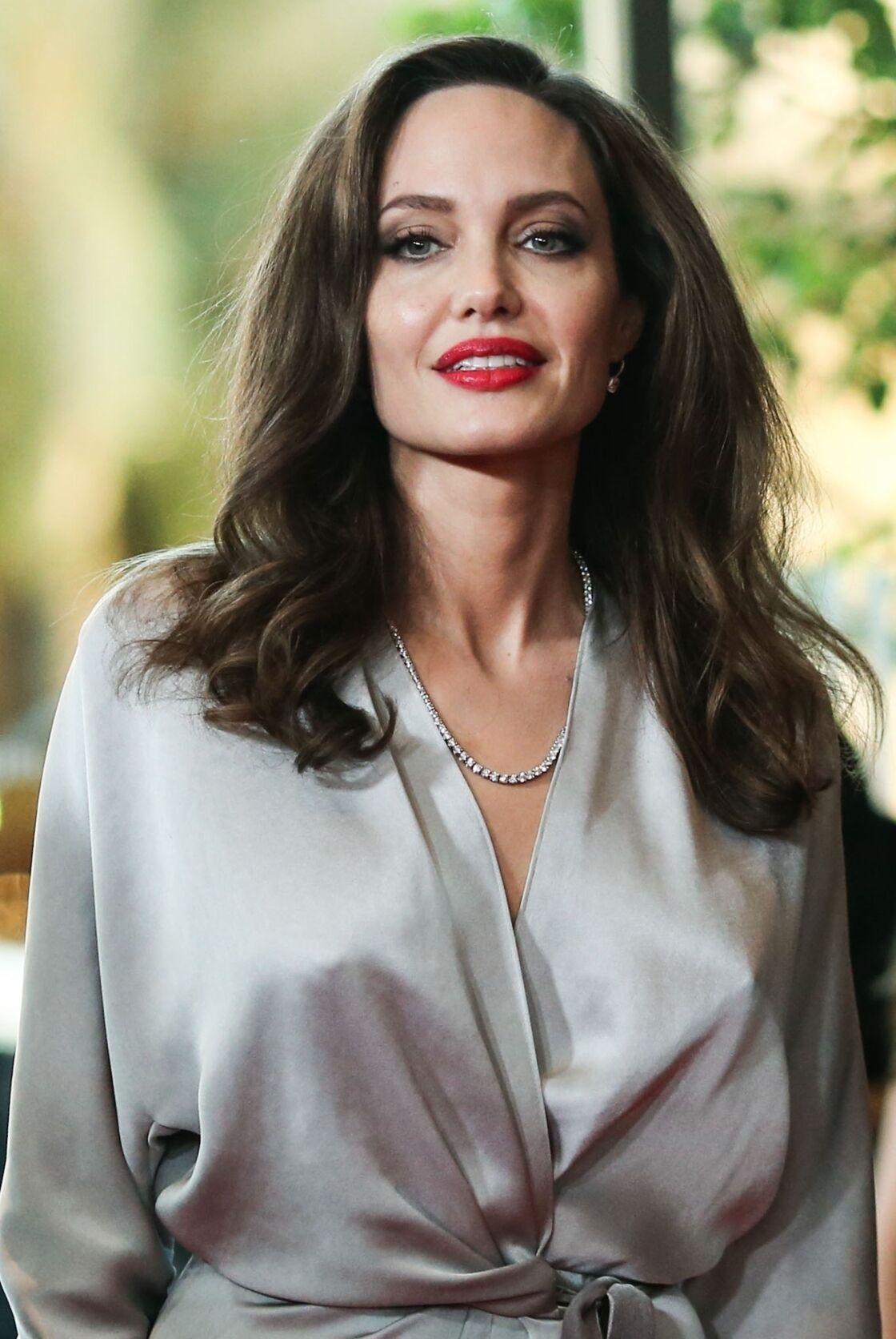 Angelina Jolie en 2017 : une des rares fois où elle porte du rouge sur les lèvres.