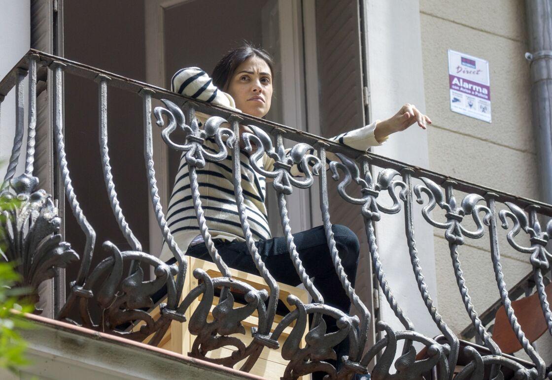 Alessandra de Osma apparaît à son balcon, enceinte, le 16 mai 2020.
