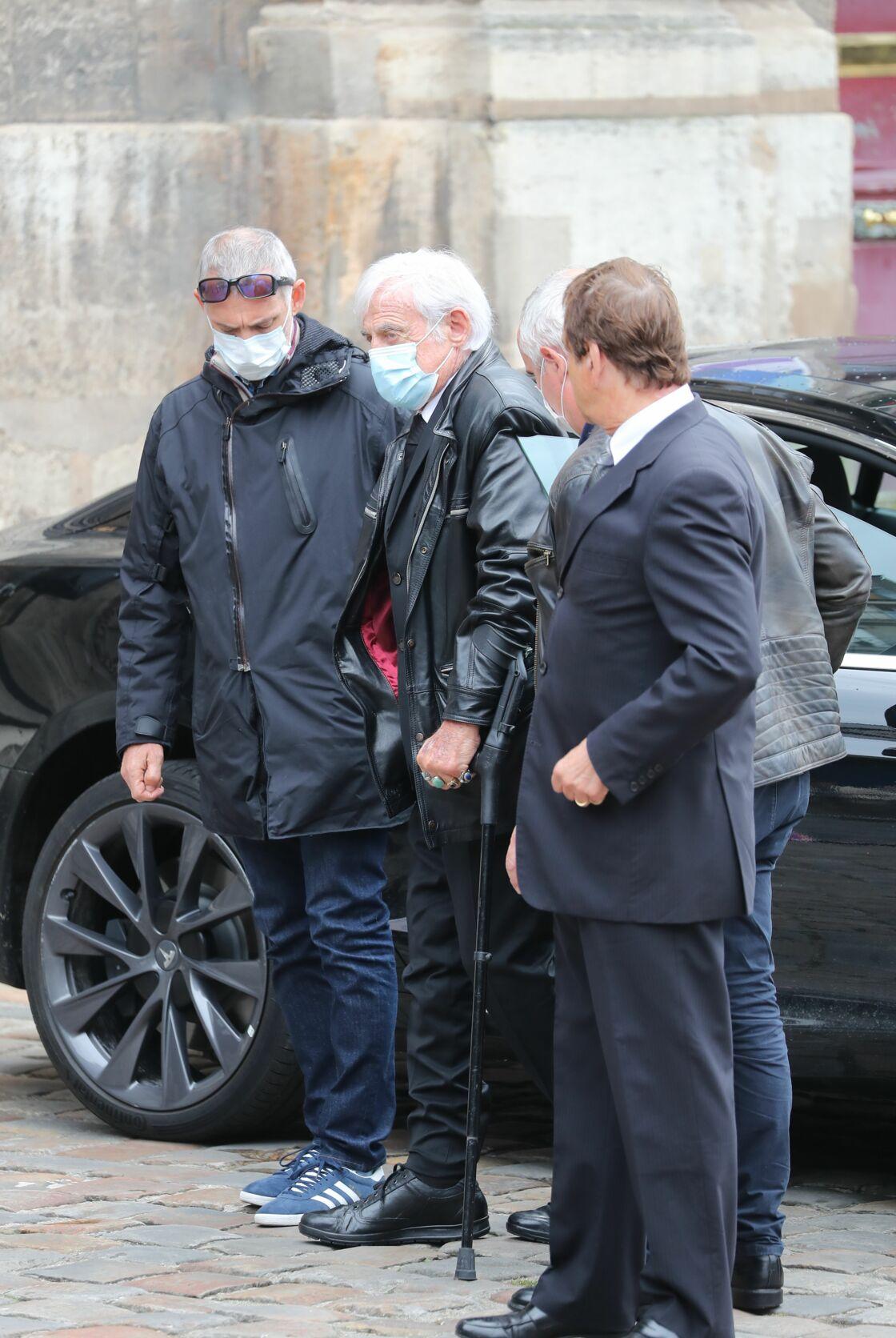 Jean-Paul Belmondo à son arrivée à l'église de Saint-Germain-des-Prés, à Paris, ce jeudi 4 juin.