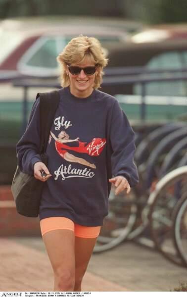 Lady Diana toujours fan du look effortless, ici en sweat et cycliste.