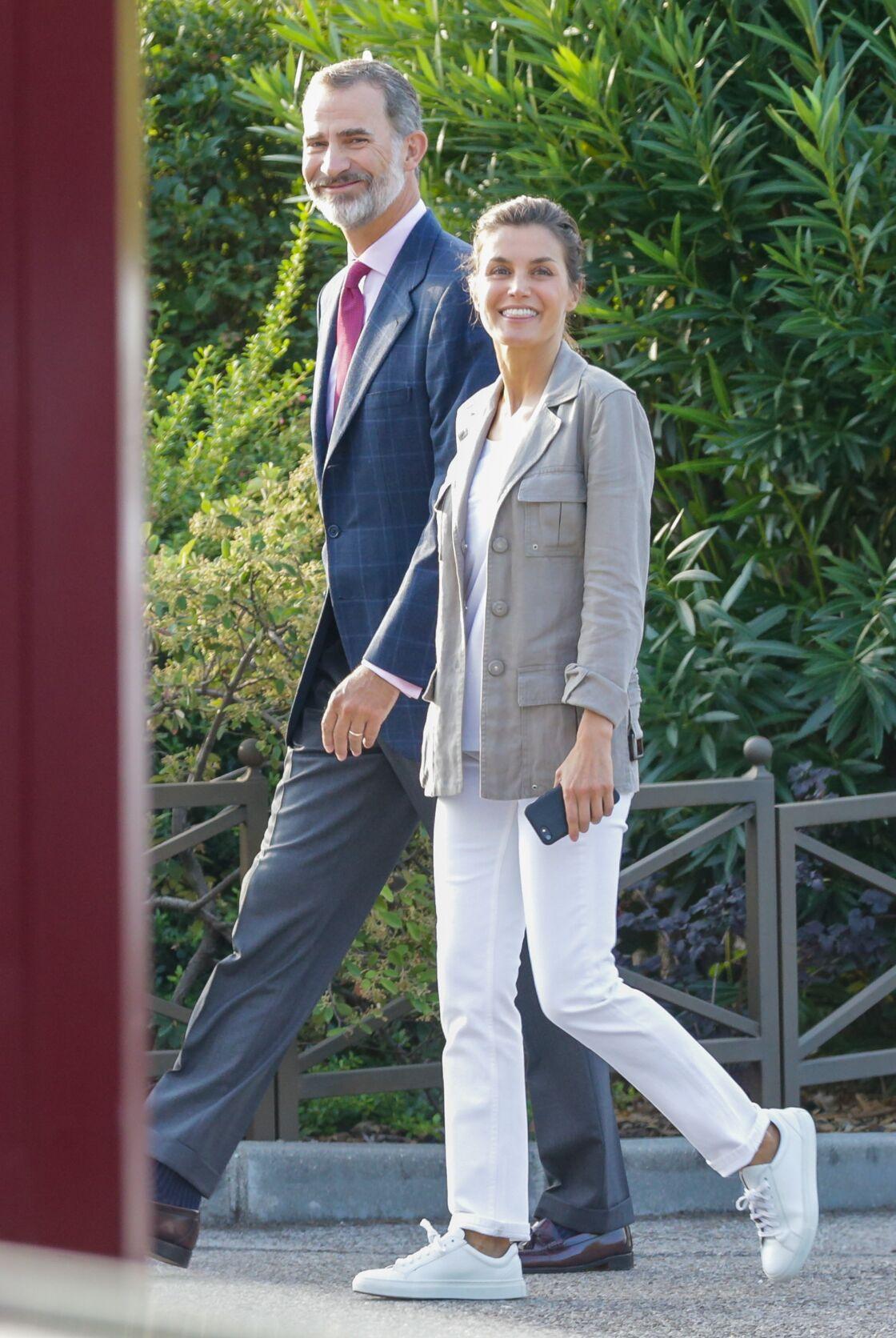 Letizia d'Espagne en 2018, en jean, baskets et sans maquillage