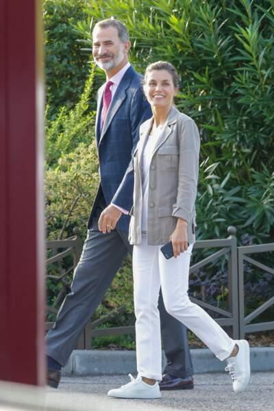 Letizia d'Espagne totalement décontractée, sans maquillage, en jean et basket en toile, en septembre 2018.