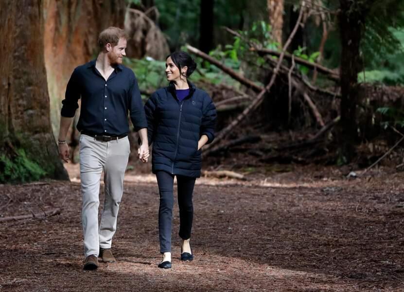 Meghan Markle et le prince Harry en mode décontracté : ballerines et doudoune pour la duchesse de Sussex.