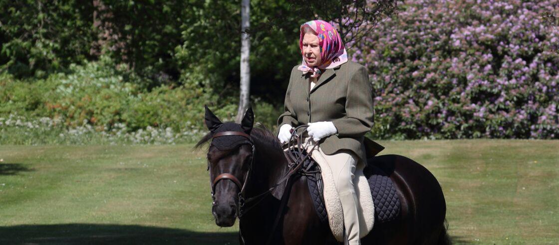 La reine Elizabeth II à cheval fin mai 2020