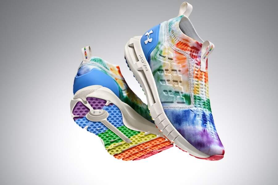 Chaussures de sport UA HOVR™ Phantom Slip Pride TD unisexe, Under Armour, 150 €