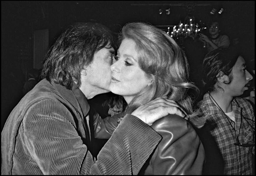 Les deux anciens époux, Catherine Deneuve et David Bailey, sont amenés à se recroiser après leur divorce en 1972, comme lors du défilé Yves Saint Laurent printemps-été en 1983.