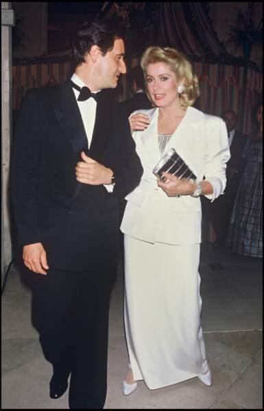 Pierre Lescure et Catherine Deneuve, lors d'une soirée en 1985.