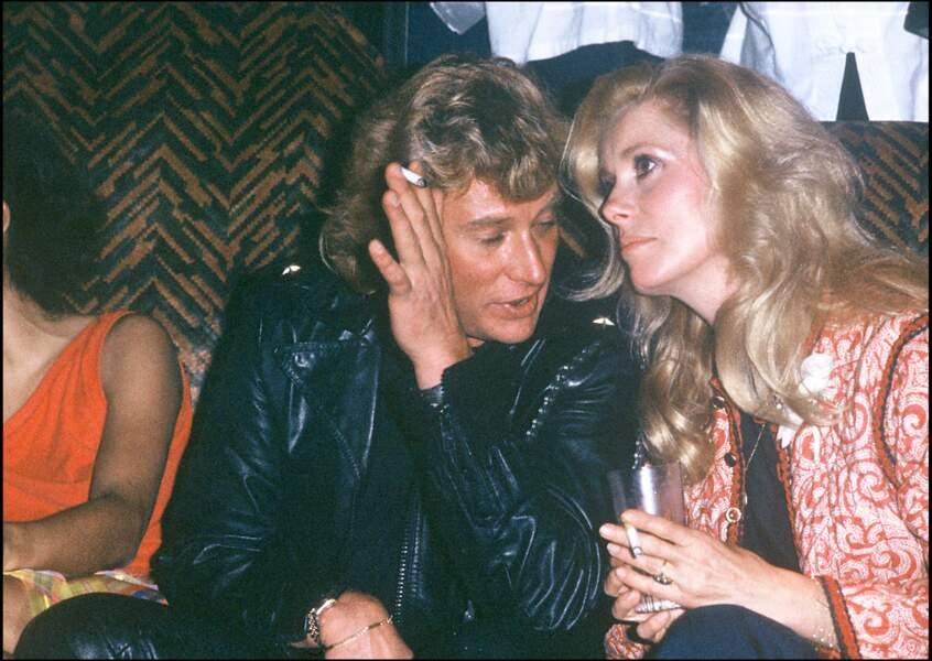 Selon le journaliste Gilles Lhote , Catherine Deneuve aurait également vécu une romance pendant plus de 60 ans avec Johnny Hallyday.