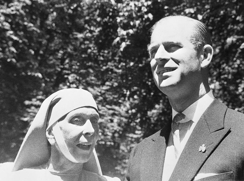 Le prince Philip en compagnie de sa mère en 1957