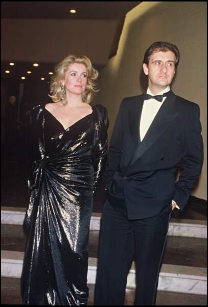 """Dans les années 1980, Catherine Deneuve vit une histoire d'amour avec Pierre Lescure. Ici, en 1985, lors d'une soirée pour la sortie du film """"Subway""""."""