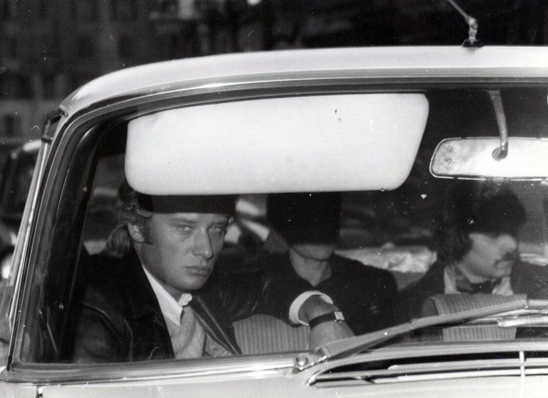 Johnny Hallyday à son arrivée à l'hôpital de Versailles, où Sylvie Vartan a été transportée après son accident