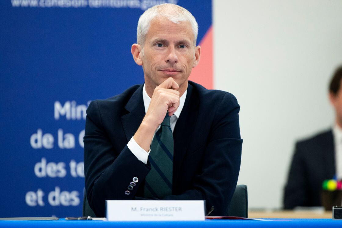 Le sort de Franck Riester, ministre de la Culture récemment guéri du coronavirus, pourrait être scellé.