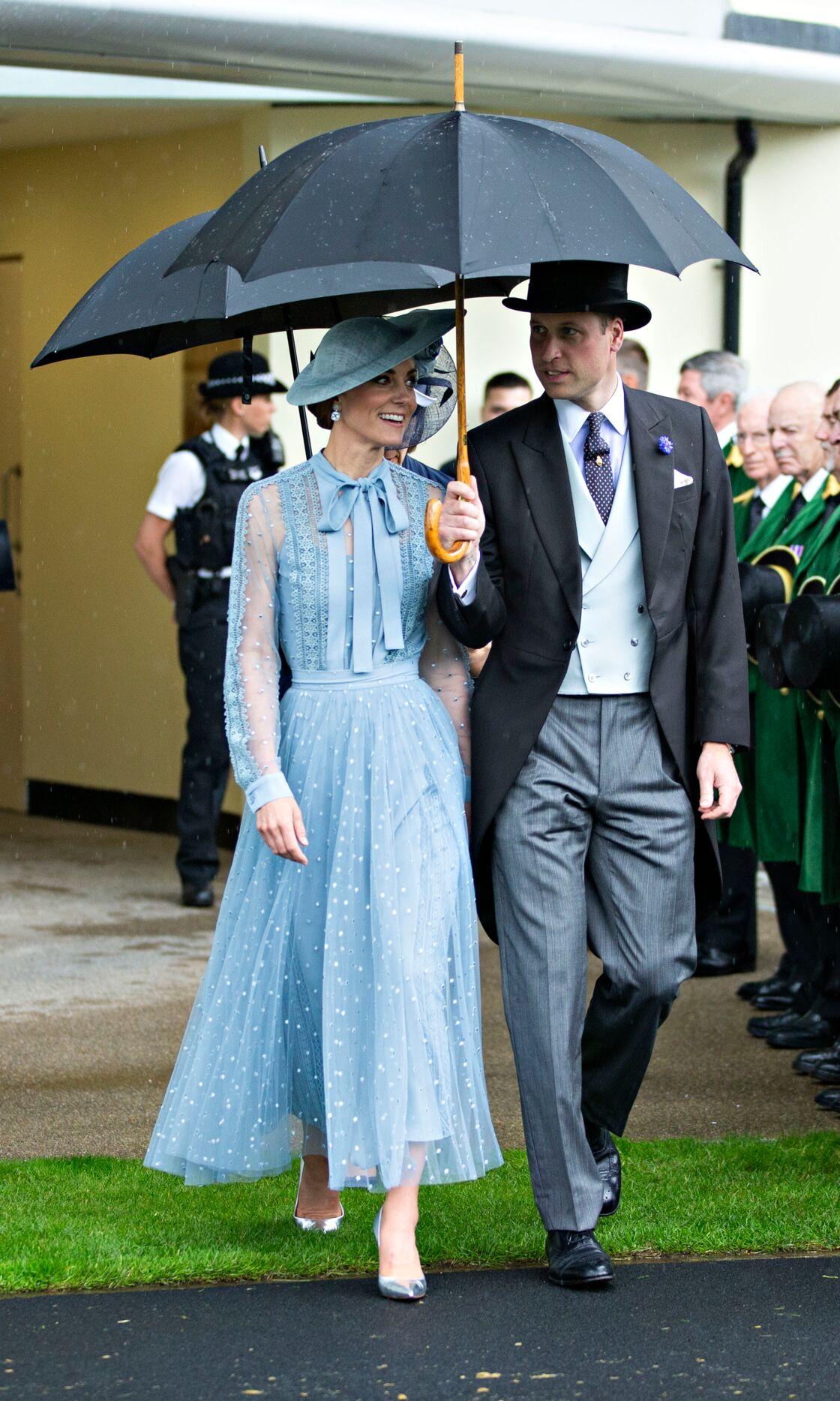 Kate Middleton en robe Elie Saab et chapeau et William en haut de forme et queue-de-pie à Ascot en 2019.