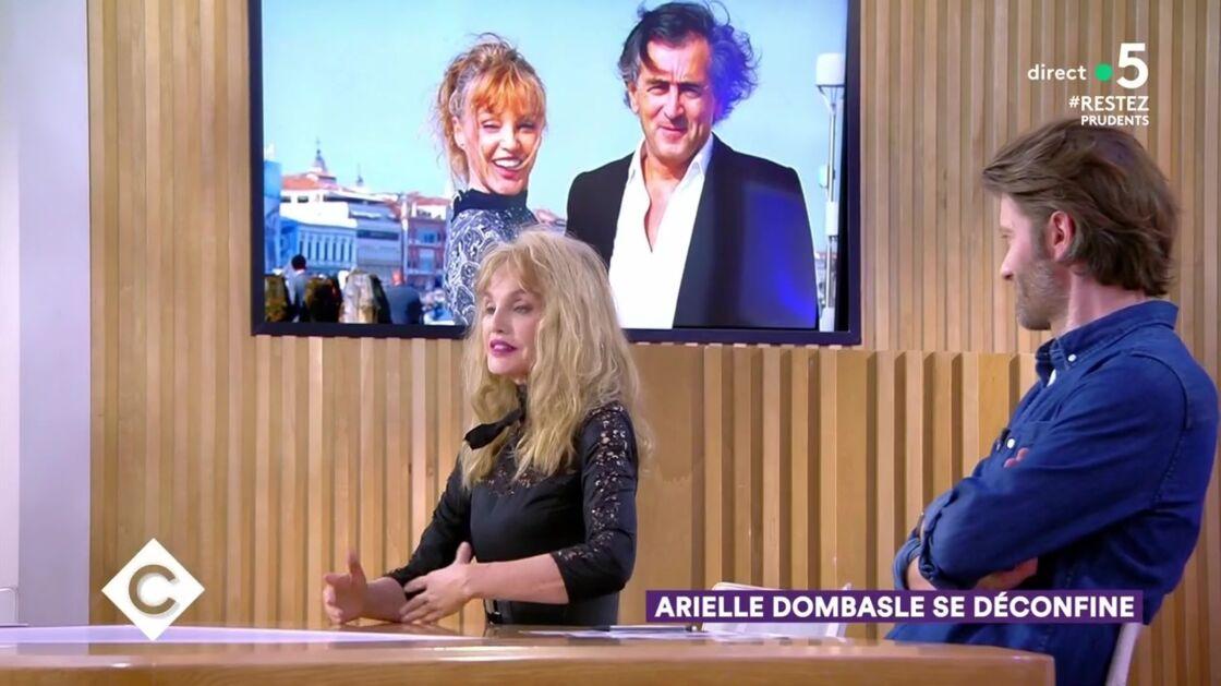 Arielle Dombasle sur le plateau de C à Vous le 16 juin 2020