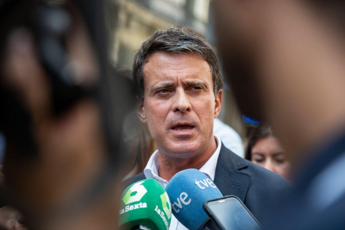 Manuel Valls - Les leaders politique font des déclarations aux médias devant le siège de la police à Barcelone le 20 octobre 2019.