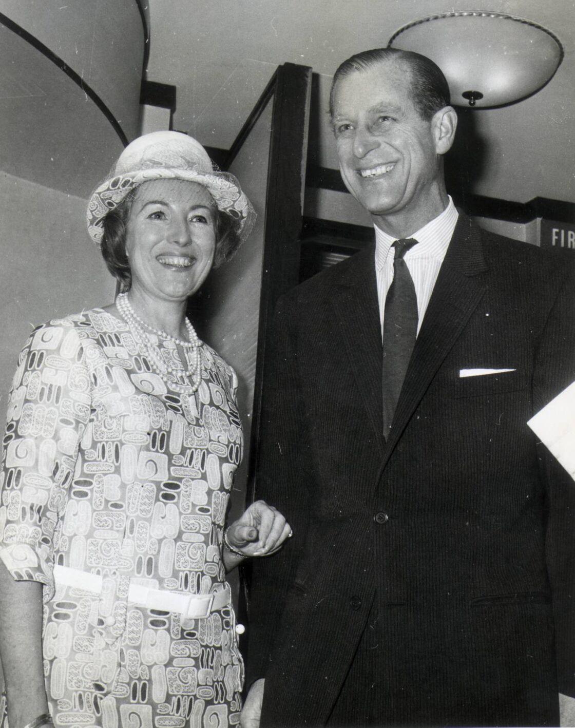 Le prince Philip et Vera Lynn lors d'une soirée à la maison de la Nouvelle Zélande en 1969