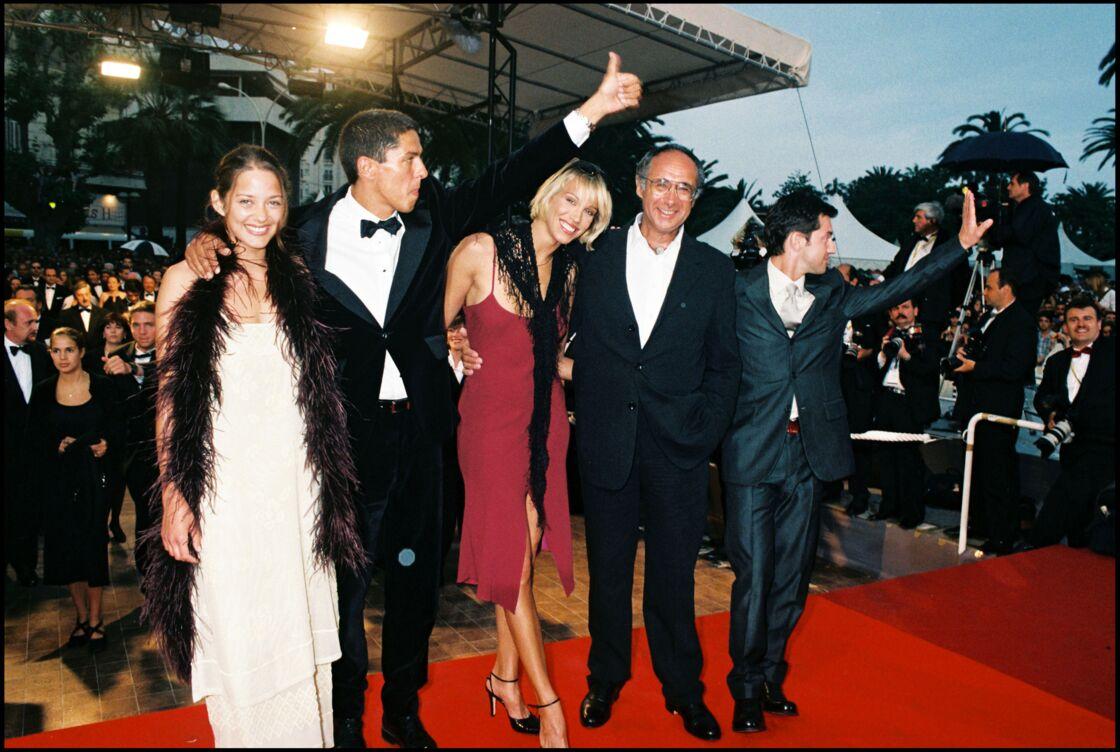Marion Cotillard et l'équipe de Taxi à Cannes, en mai 1998