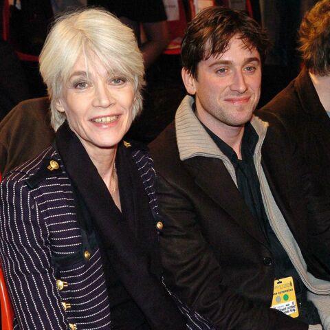 Thomas Dutronc a «peur» pour sa mère Françoise Hardy: il a préféré rester auprès d'elle