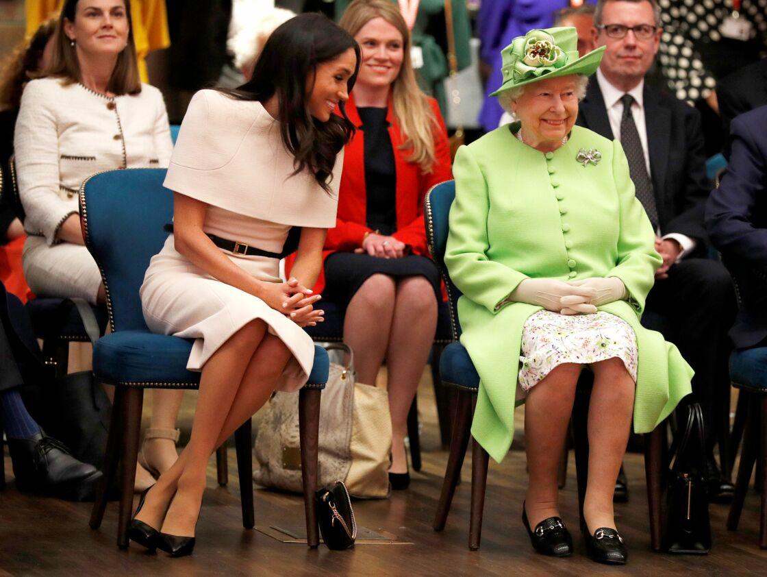 Meghan Markle a accompagné pour la première fois la reine Elizabeth II en déplacement officiel à Chester, le 14 juin 2018.