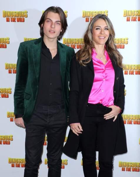 Elizabeth Hurley et son fils, Damian, qu'elle a eu avec le producteur Steve Bing, en 2002.