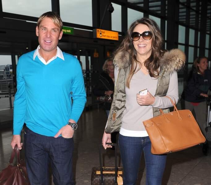 Trois mois après l'annonce officielle de son divorce, Elizabeth Hurley annonce ses fiançailles avec Shane Warne, un joueur australien de cricket.
