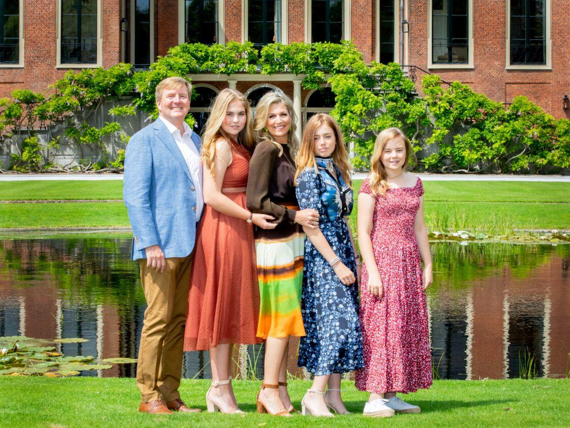 La princesse Alexia des Pays-Bas, entourée de ses deux sœurs, Catharina-Amalia et Ariane, et de ses parents, le roi Willem-Alexander et la reine Maxima