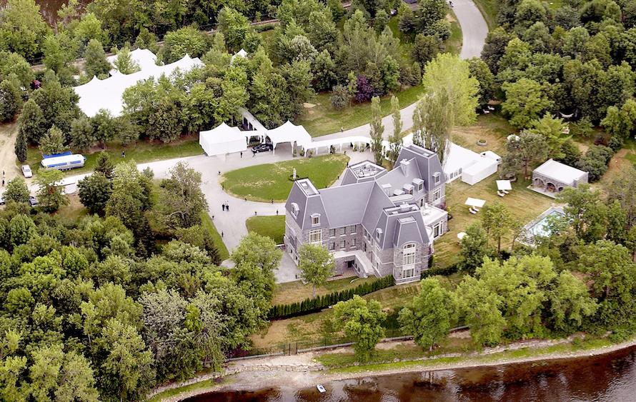 Vue aérienne de l'ancien manoir de Céline Dion sur l'île de Gagnon, au Québec