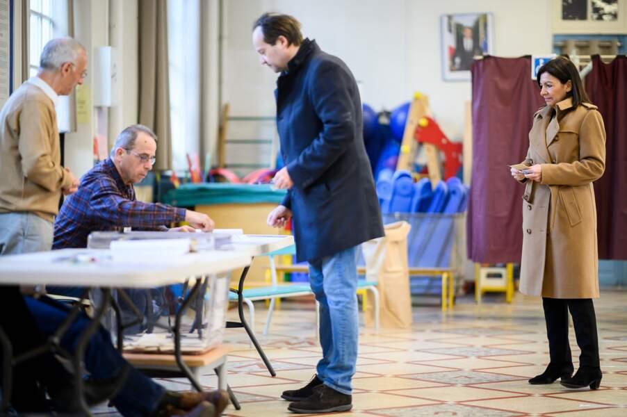 Anne Hidalgo et son mari Jean-Marc Germain votant lors du premier tour des élections municipales de 2020