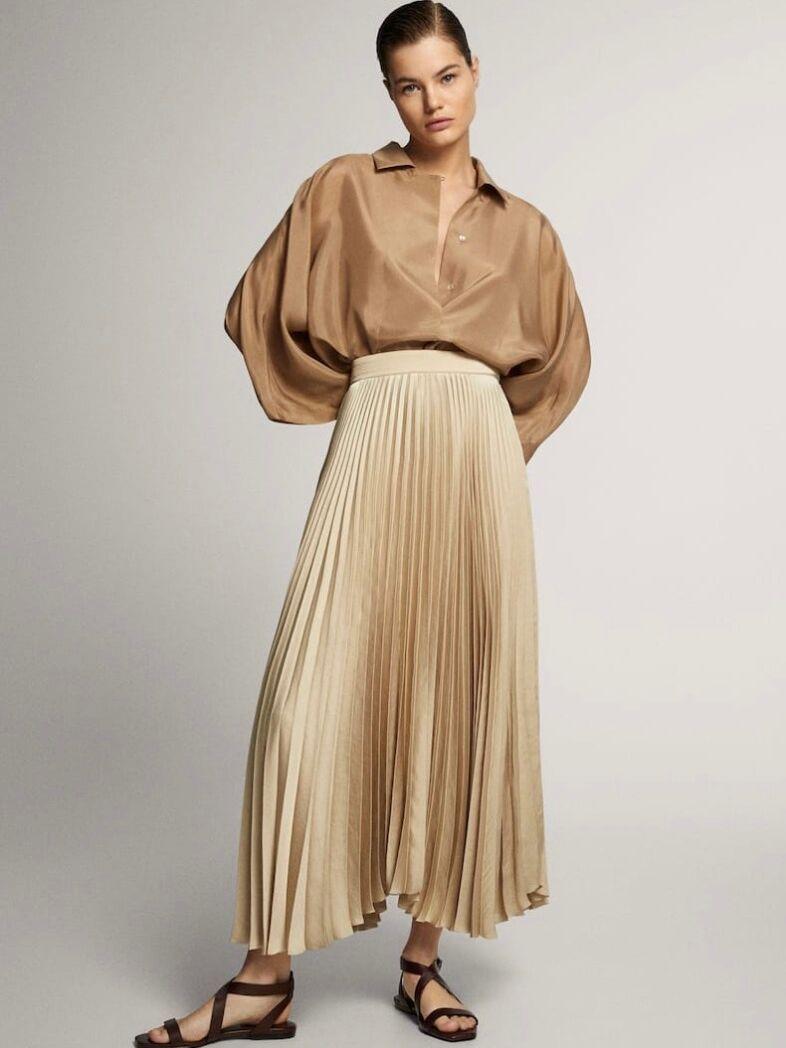 La jupe plissée de Letizia d'Espagne est un modèle Massimo Dutti à 59,95 €.