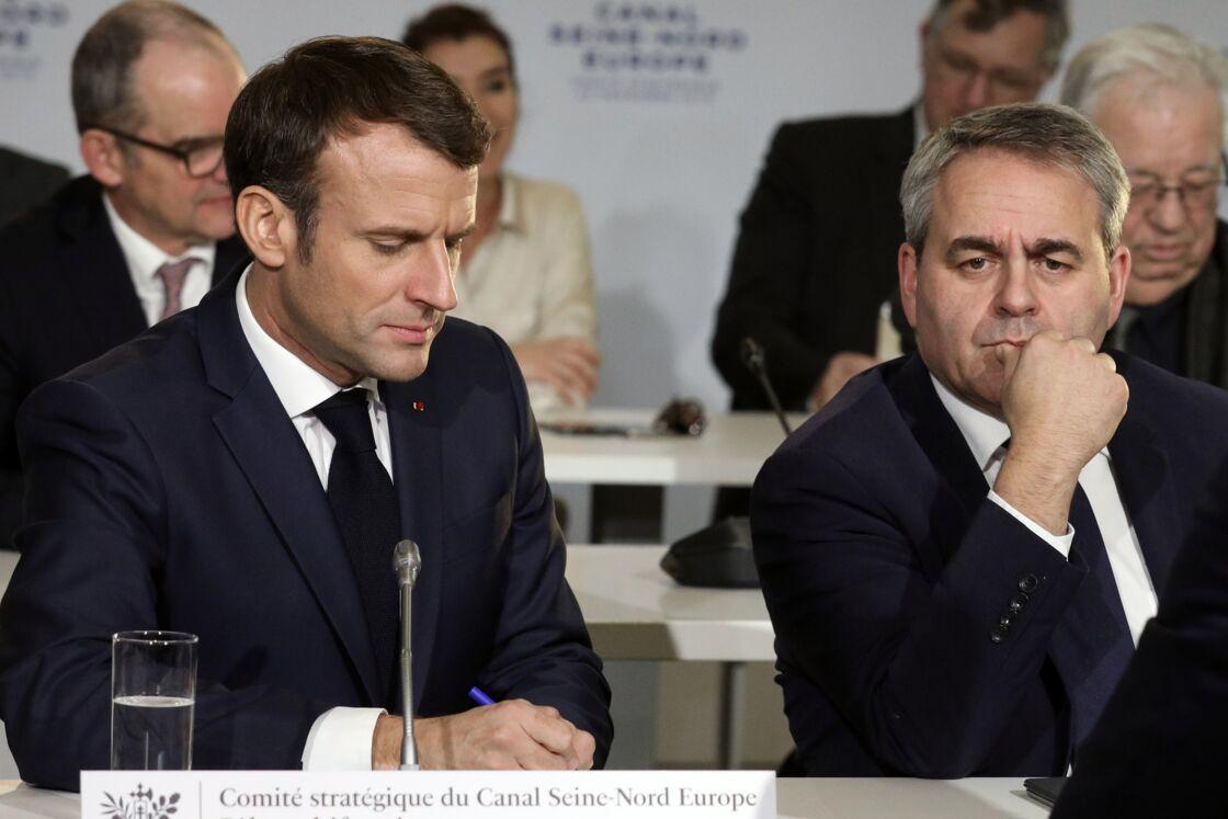 Emmanuel Macron et Xavier Bertrand, assistent à la réunion du comité stratégique du Canal Seine-Nord Europe au pôle multifonctions de Nesle, France, le 22 novembre 2019.