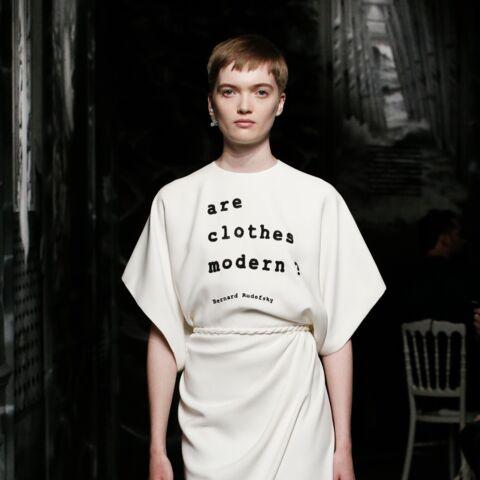 PHOTOS – Craquez pour un t-shirt à message, ultra tendance cet été 2020