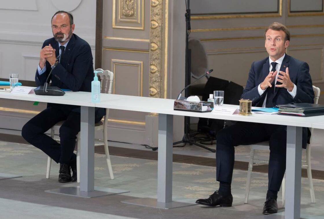 Emmanuel Macron et Édouard Philippe, en réunion avec les partenaires sociaux, à l'Élysée le 24 juin 2020.