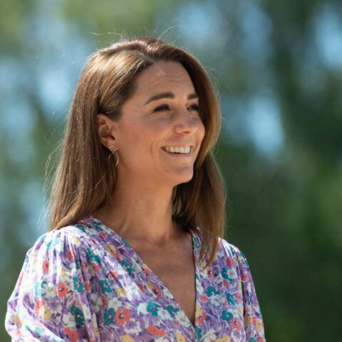 PHOTOS – Kate Middleton au naturel: plus souriante que jamais en plein engagement