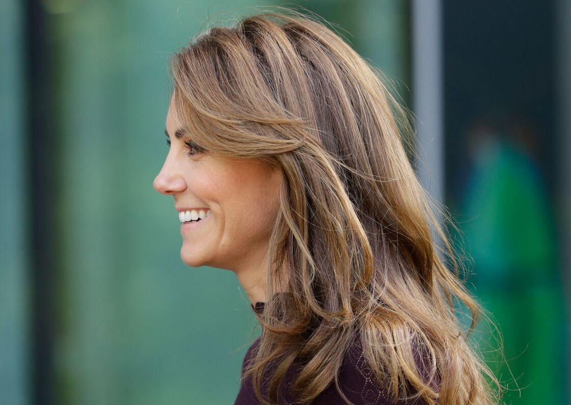 Kate Middleton plus blonde que jamais avec une longue mèche sur le côté en octobre 2019