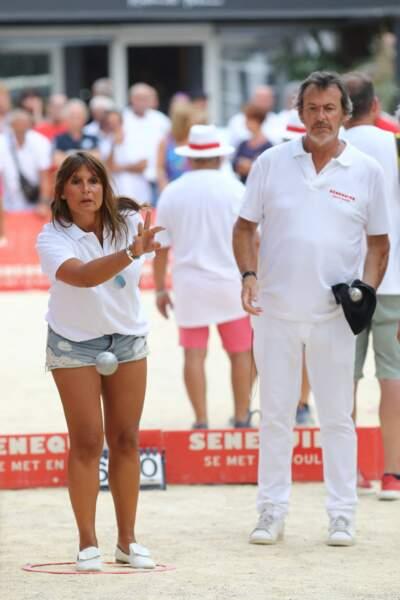 Jean-Luc Reichmann et Nathalie Lecoultre lors d'un tournoi de pétanque en amoureux