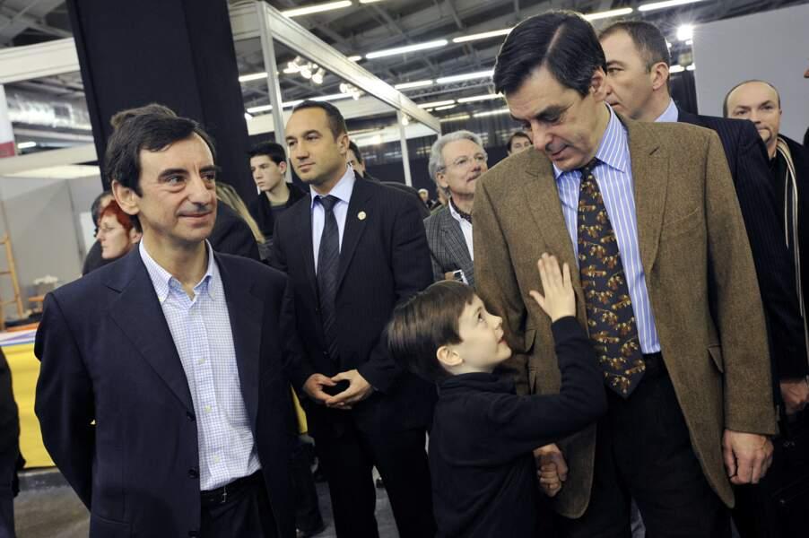 François Fillon, son frère Pierre et son fils Arnaud, au salon Retromobile à Paris, le 10 février 2008