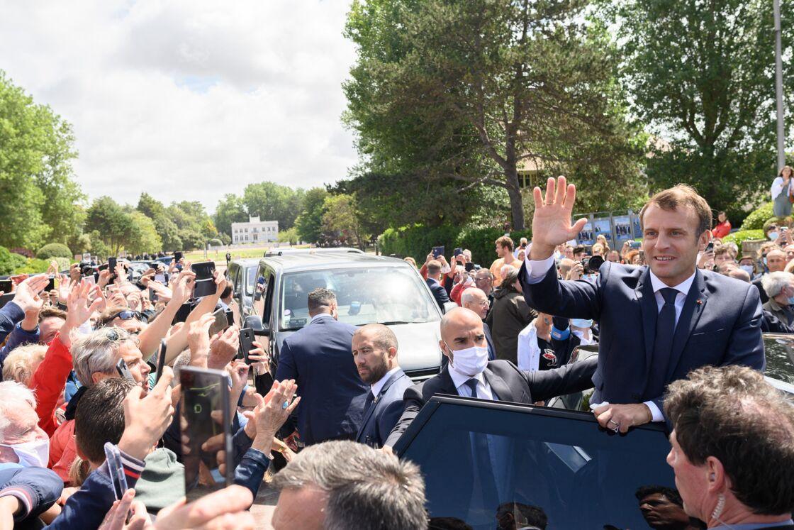 Le bain de foule d'Emmanuel Macron au Touquet, le dimanche 28 juin 2020.