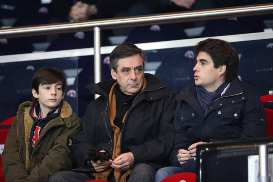 Francois Fillon et ses fils Arnaud et Edouard sont des vrais fans de football. Ce 27 février 2013, le PSG a remporte le match