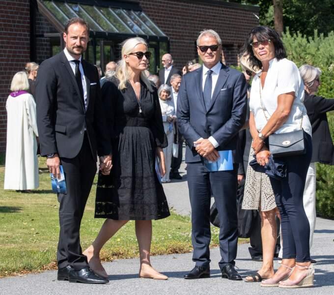 La princesse Mette-Marit de Norvège et son époux, le prince Haakon, étaient présents aux funérailles de Magnar Alfred Fjeldvær, qui se déroulaient à Kristiansand, en Norvège.