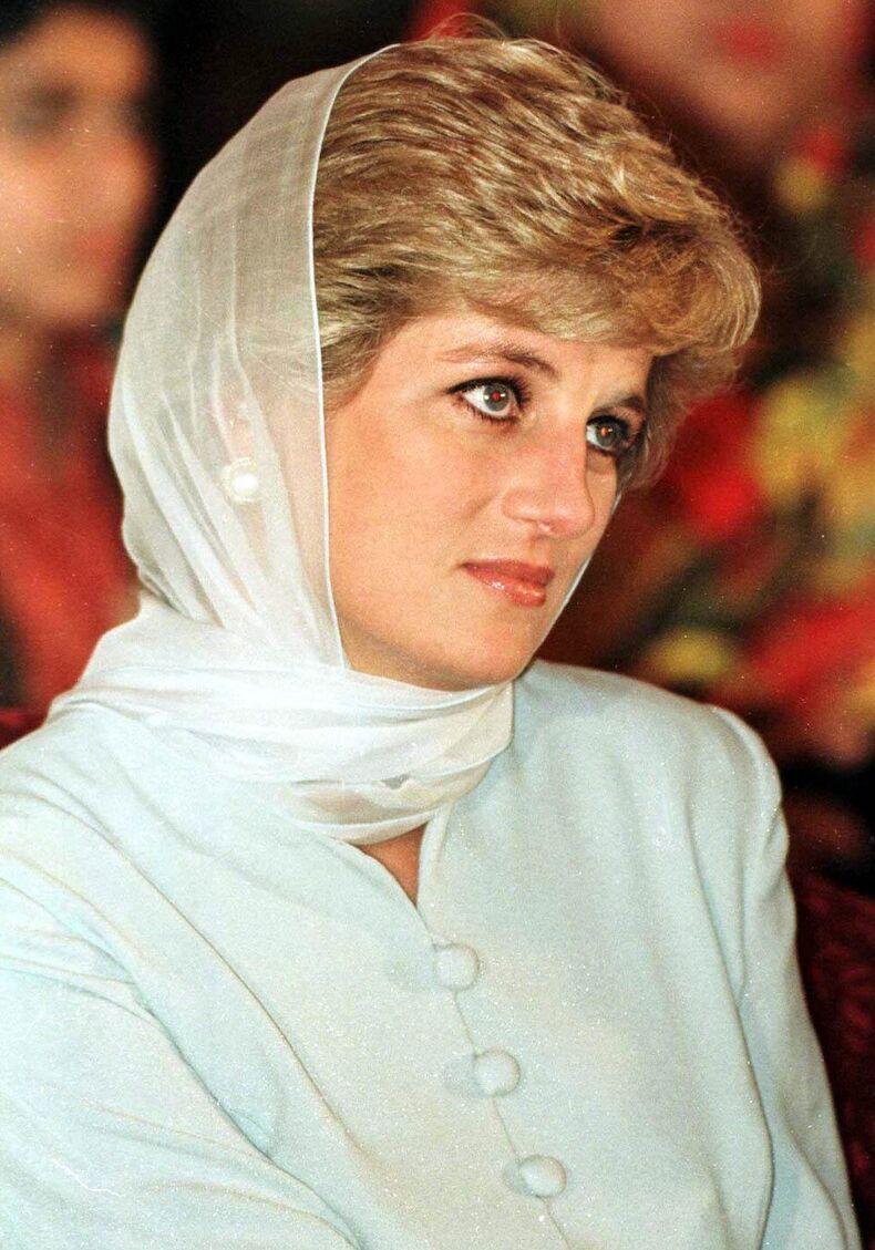En 1996, Diana avait rencontré la famille d'Hasnat Khan au Pakistan