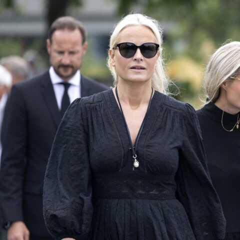 PHOTOS – Mette-Marit de Norvège entourée des siens pour dire adieu à son beau-père