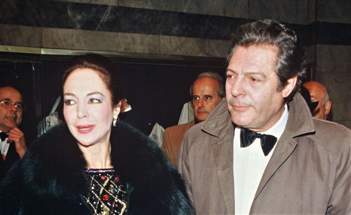 Marcello Mastroianni au côté de sa femme Flora Carabella, lors de la soirée des César en 1984.