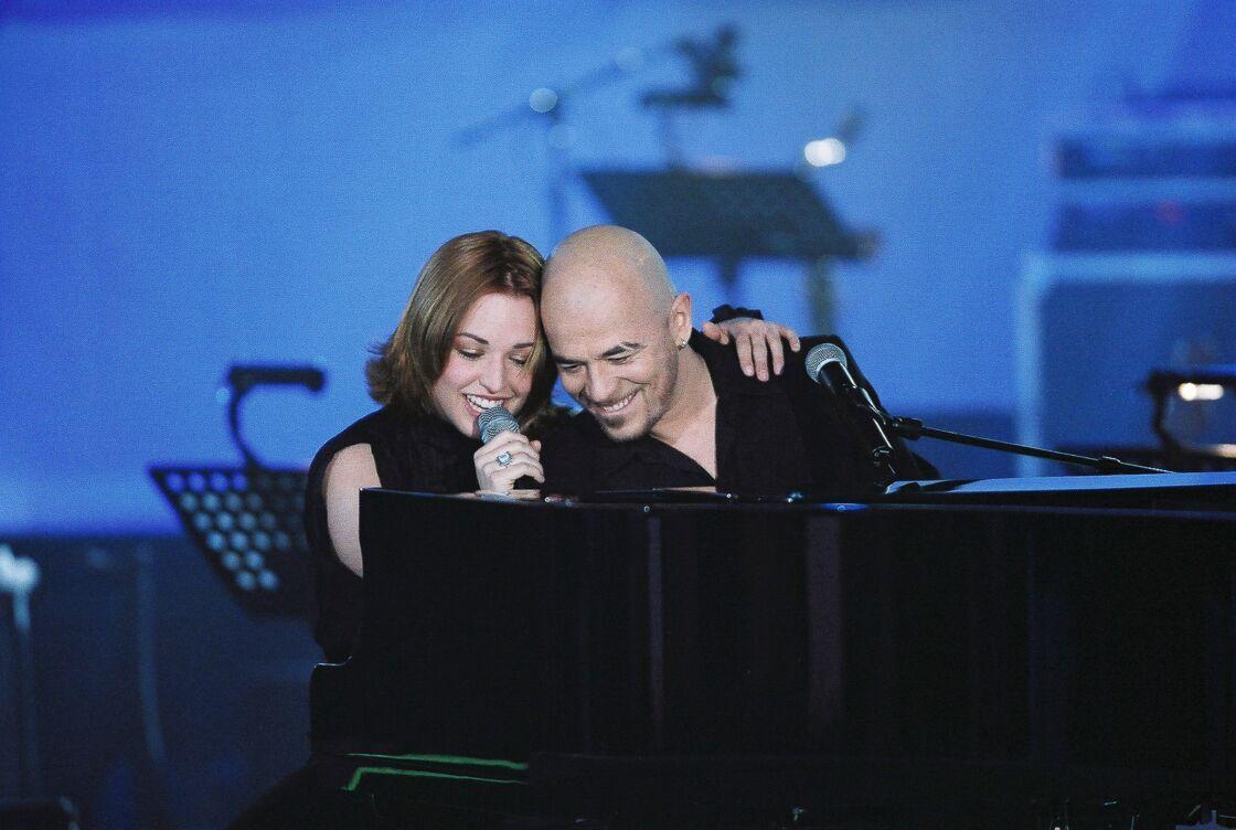 Natasha St-Pier et Pascal Obispo sur le plateau de l'émission Spéciale Céline Dion, le 13 mars 2002