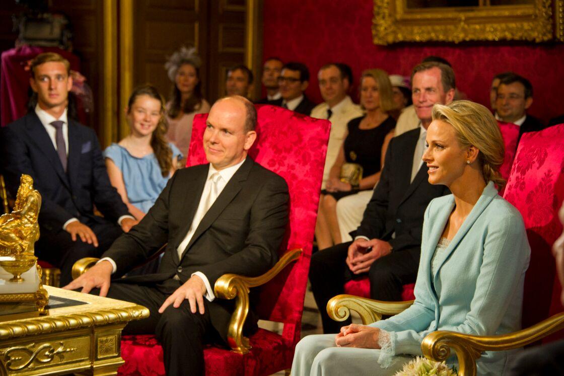 Albert et Charlene, lors de la cérémonie civile de leur mariage, dans la salle du trône du palais princier, le 1er juillet 2011.