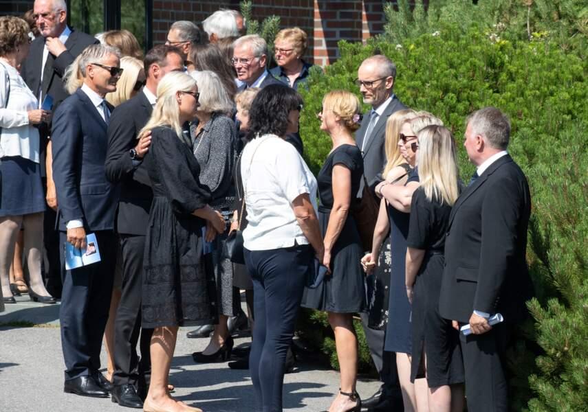 La princesse Mette-Marit de Norvège était accompagnée de son mari, le prince Haakon de Norvège, pour les funérailles de son beau-père.