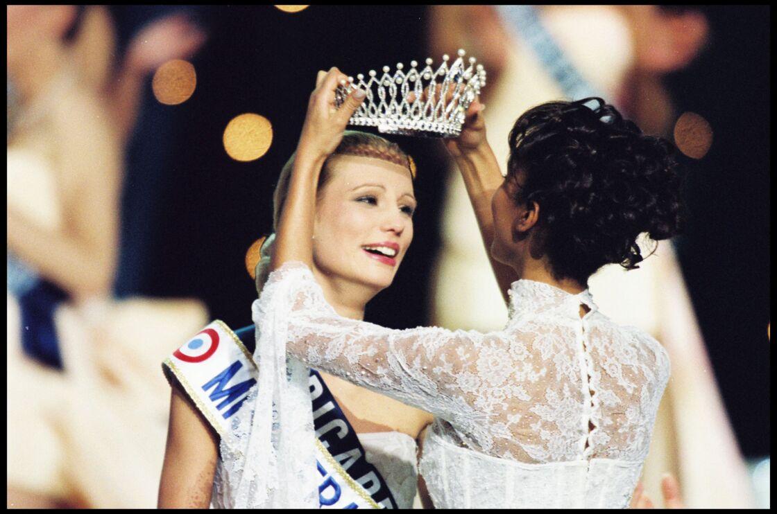 Le couronnement d'Élodie Gossuin, en décembre 2000.