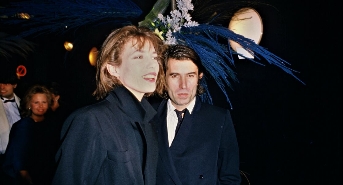 Jane Birkin avec le réalisateur Jacques Doillon, l'homme pour lequel elle a quitté Serge, à l'Alcazar, à Paris, en 1983. Leur fille Lou est née un an plus tôt... avec les félicitations de Serge.