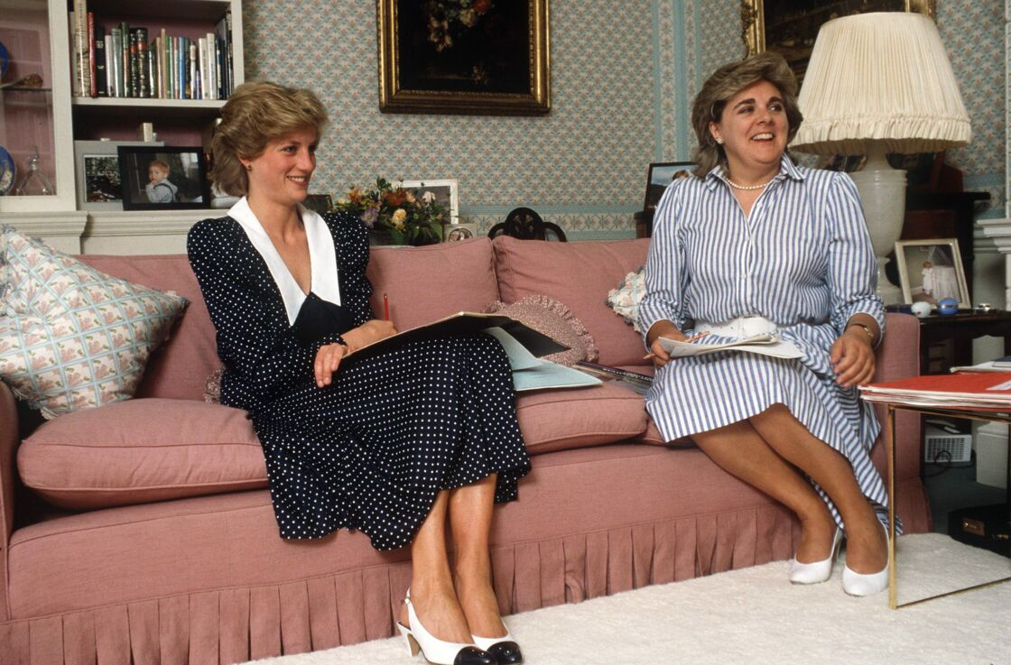 La princesse Diana, avec sa dame d'honneur, Anne Beckwith-Smith, au palais de Kensington, en 1985.
