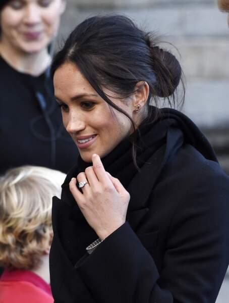 Sa bague de fiançailles : tous les yeux ont été rivés sur la superbe bague de fiançailles de Meghan Markle. En or gallois offert par la Reine, elle est sertie d'un diamant du Botswana entouré de deux diamants de la collection de la princesse Diana