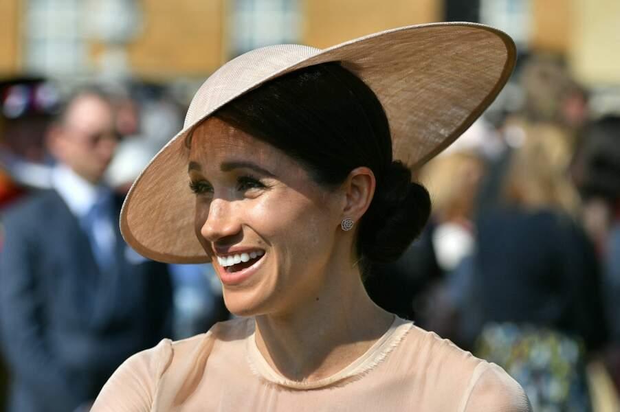 Ses boucles d'oreilles Vanessa Tugendhaft : Meghan Markle est fan des bijoux de la jeune Vanessa Tugendhaft. La créatrice croula sous les commandes après l'apparition de la duchesse avec ces boucles d'oreilles